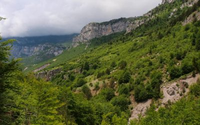 Descend into the valley of Nikc and Vukel